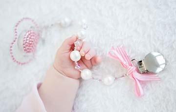 Speenkoorden van parels en swarovski nooit meer je speentje kwijt - Baby meisje idee ...